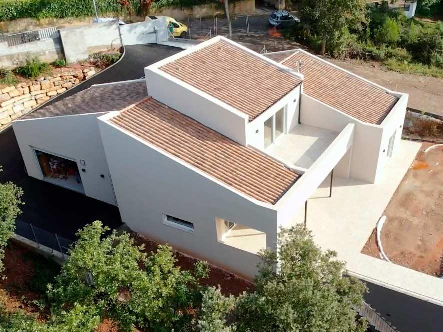 casa pasiva con cubierta inclinada