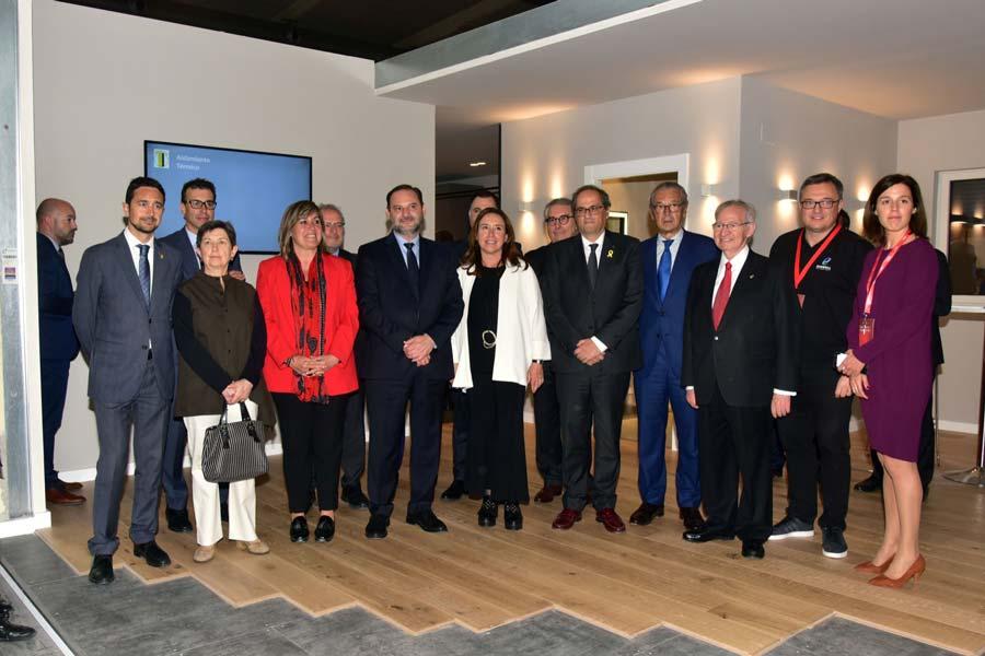 La comitiva con el President de la Generalitat de Catalunya en la casa pasiva Evowall