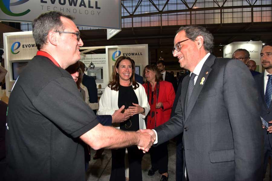 El President de la Generalitat se interesa por las casas pasivas de Evowall