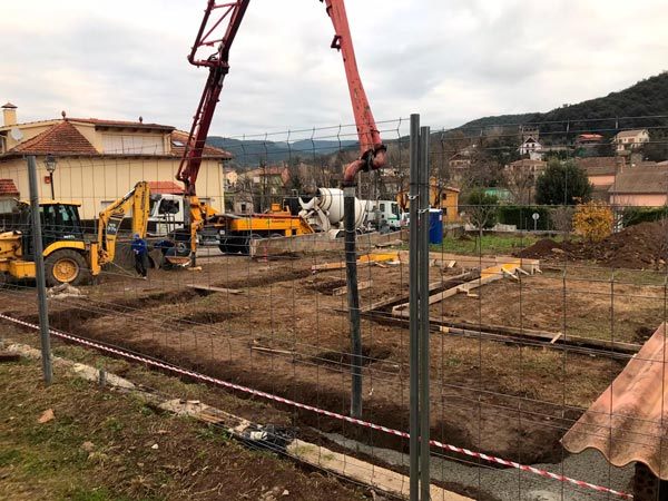 cimentación de la casa pasiva en Sant Feliu de Pallerols, Garrotxa, Girona